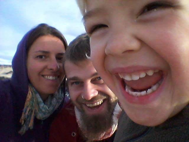 Eine Familie reist ohne Geld