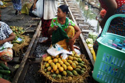 Markt auf Gleisen in Yangon