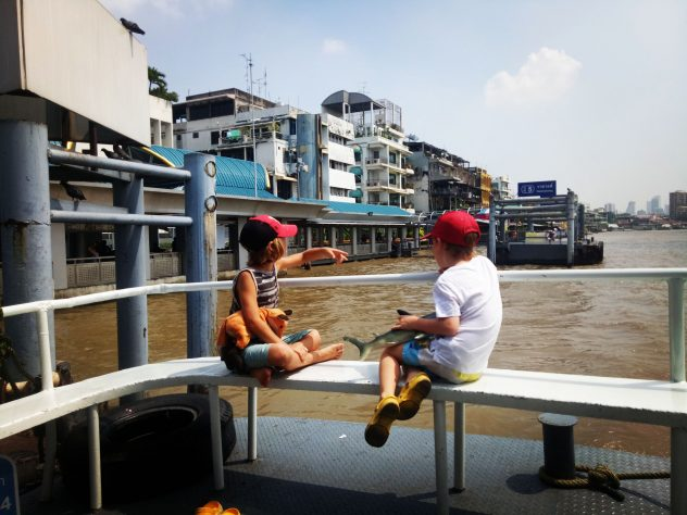 Fähre fahren in Bangkok