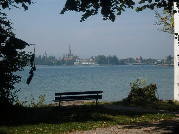 Die Welt in 50 Worten, Konstanz